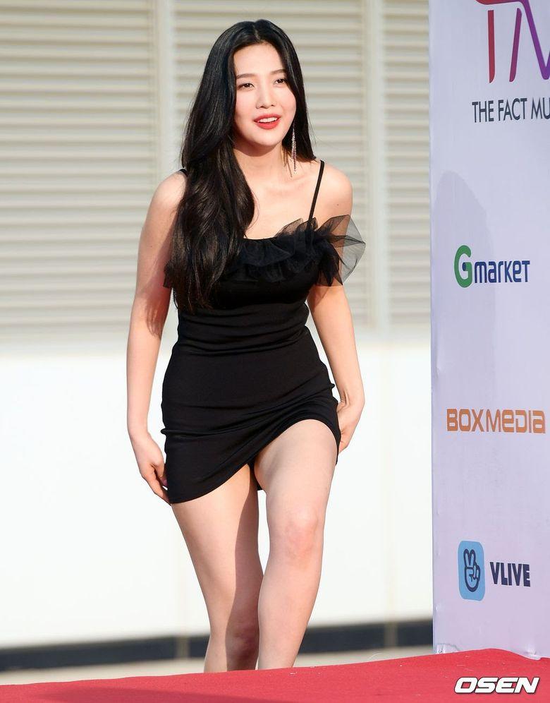Netizens Humiliate Red Velvet Joy For Wearing Really Short Dress