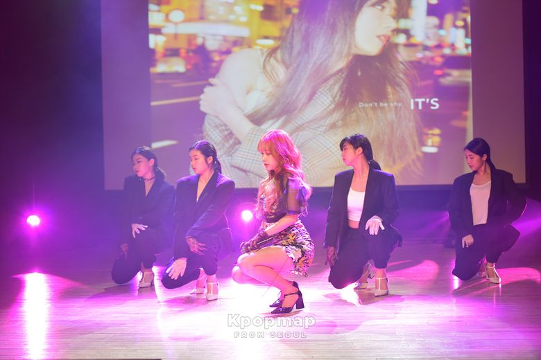"""Exclusive Review: IT'S 14th Single """"Don't Be Shy"""" Media Showcase"""