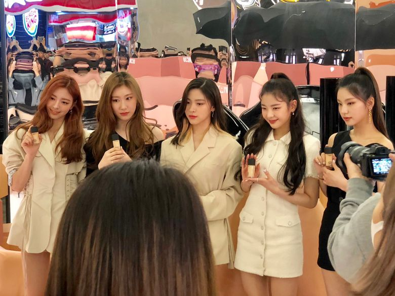 ITZY Shares Photos Taken At Photobooth For M.A.C Studio Fix Event