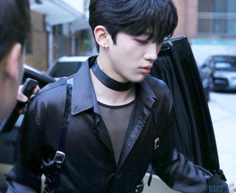 Netizens Wonder Why OUI's Kim YoHan Was Spotted Wearing An Outfit With Harness