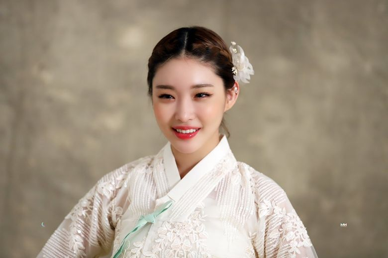 29 K-Pop Idols And Groups Who Look Fabulous In Traditional And Modern Hanbok