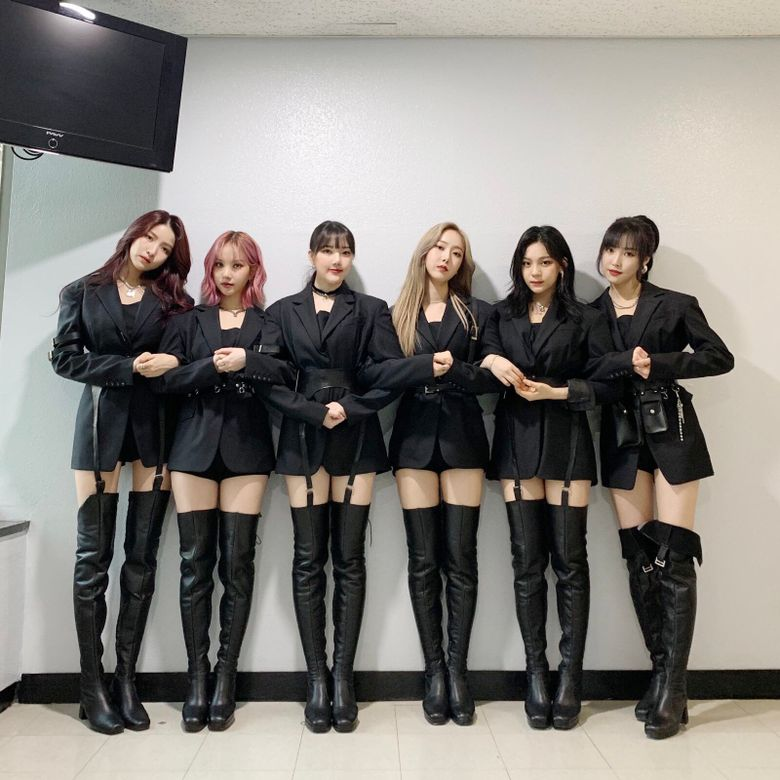 GFriend's Outfits For 'Crossroads' Receive Positive Attention From Netizens