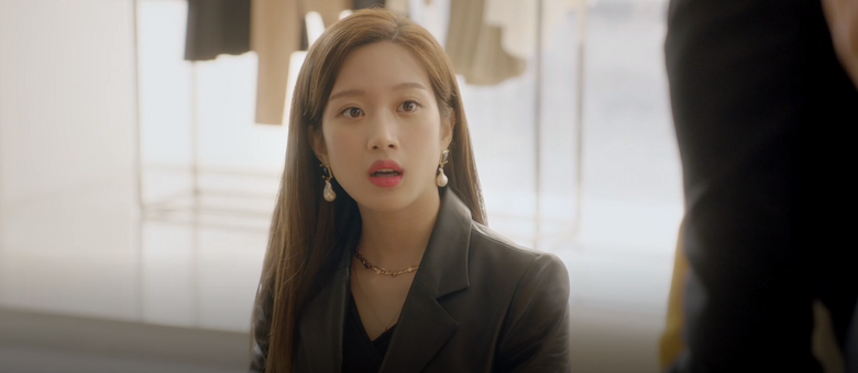 """Deeper Look: Moon GaYoung's Chic Earrings In Drama """"Find Me In Your Memory"""""""