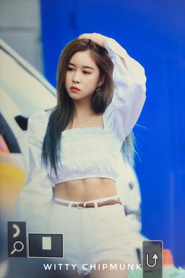 Fans Are Going Crazy Over WJSN's DaYoung Abs