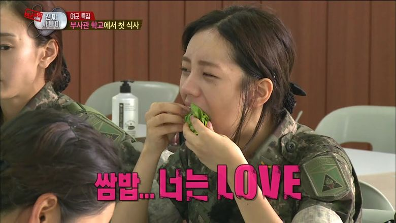 Why Does HyeRi Always Eat Food In One Big Bite?