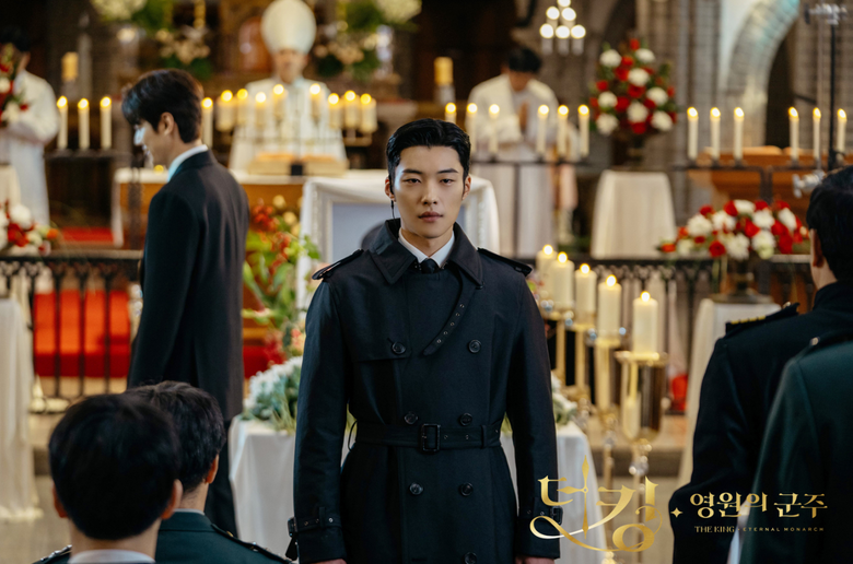 """Reasons Why Woo DoHwan Makes Viewers Fall For His Dual Charms In """"The King: Eternal Monarch"""""""