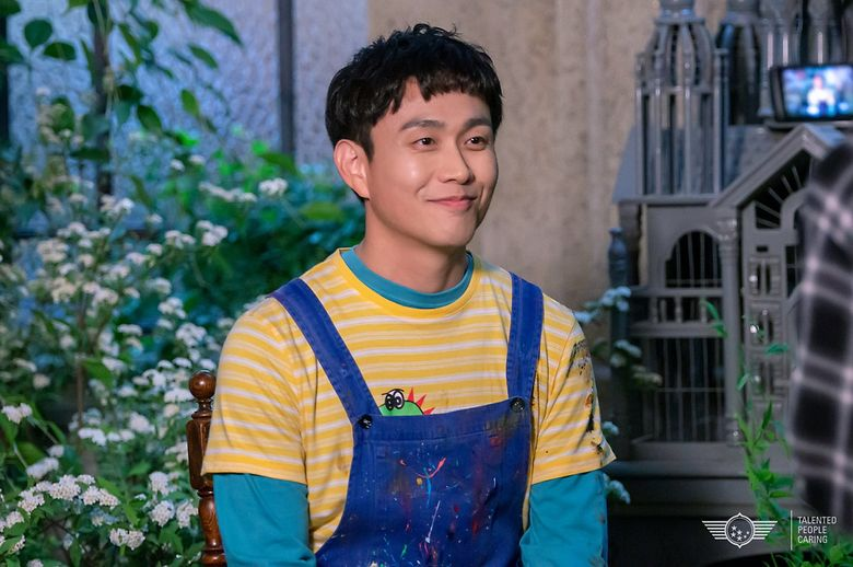 """Oh JungSe Pays Special Attention To Fashion Details Of His Character In """"It's Okay To Not Be Okay"""""""
