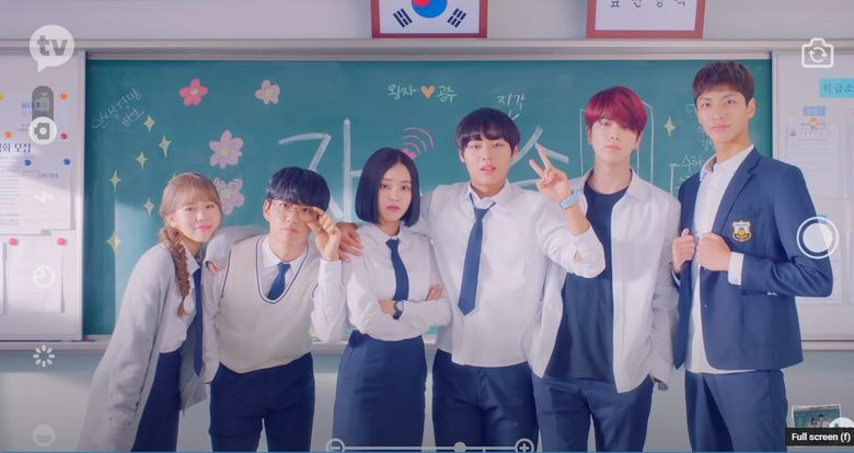 """Fans Compare The First Episode Of The Web Drama """"Love Revolution"""" With The Webtoon"""
