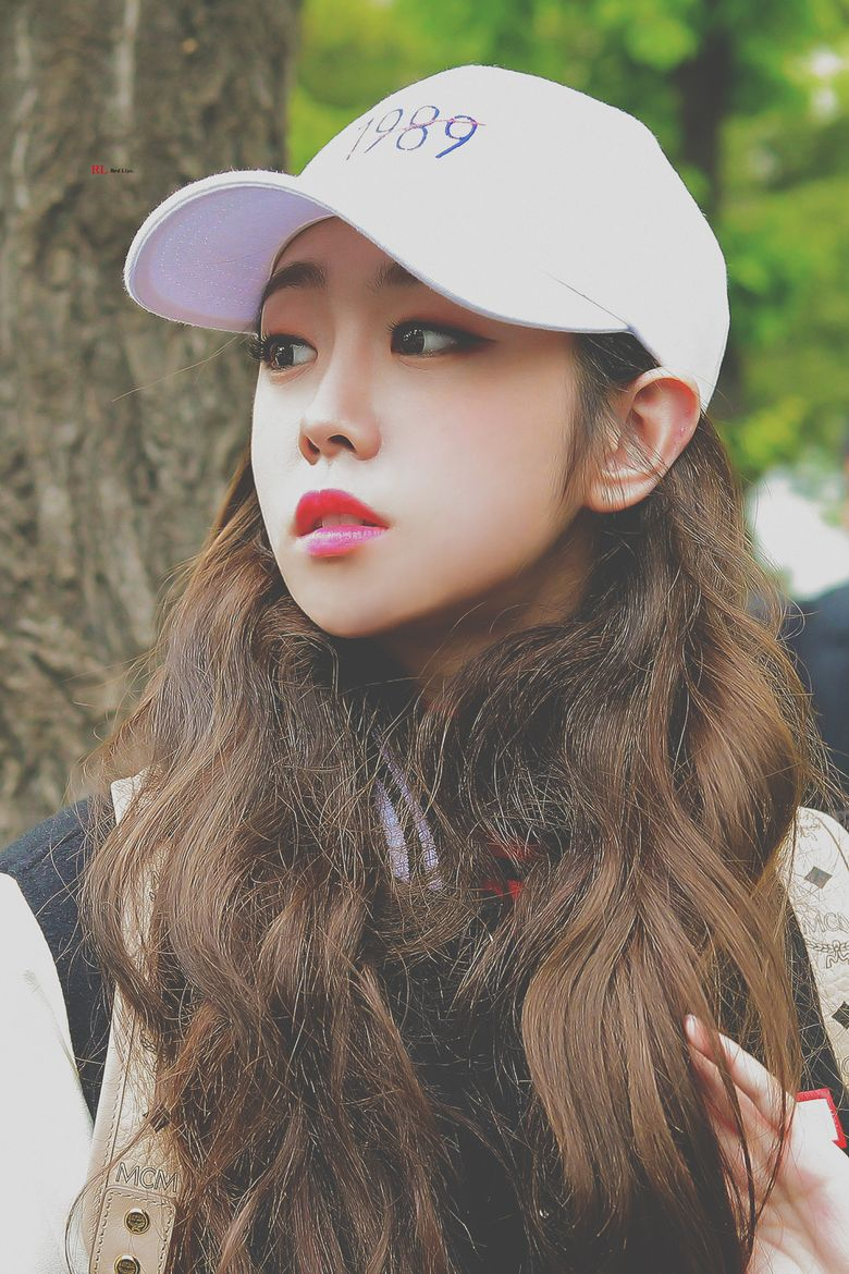 Lovelyz's JiSoo Receives Compliments For Her Stunning Visuals