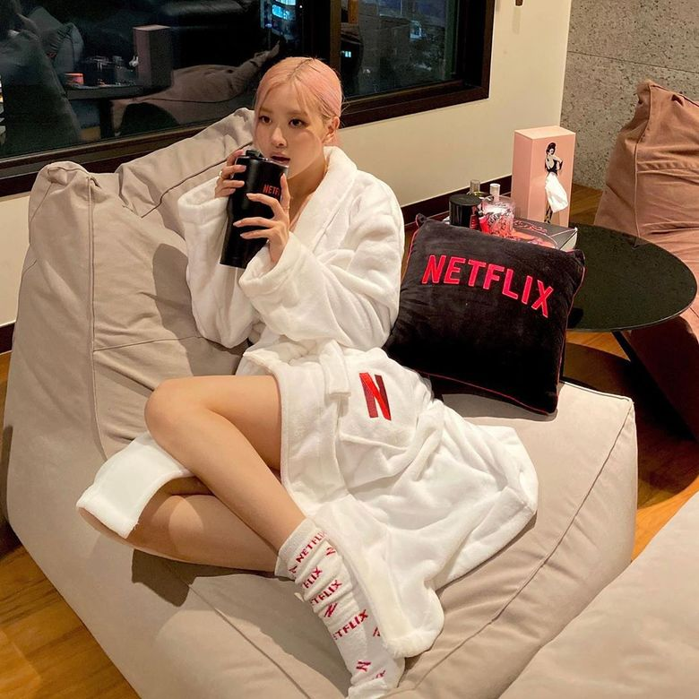BLACKPINK's Rose Shows Off The Goods She Received From Netflix