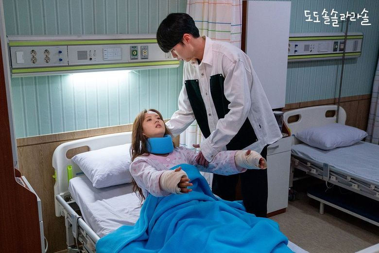 "4 Times Lee JaeWook Was Too Sweet For Go Ara In ""Do Do Sol Sol La La Sol"""