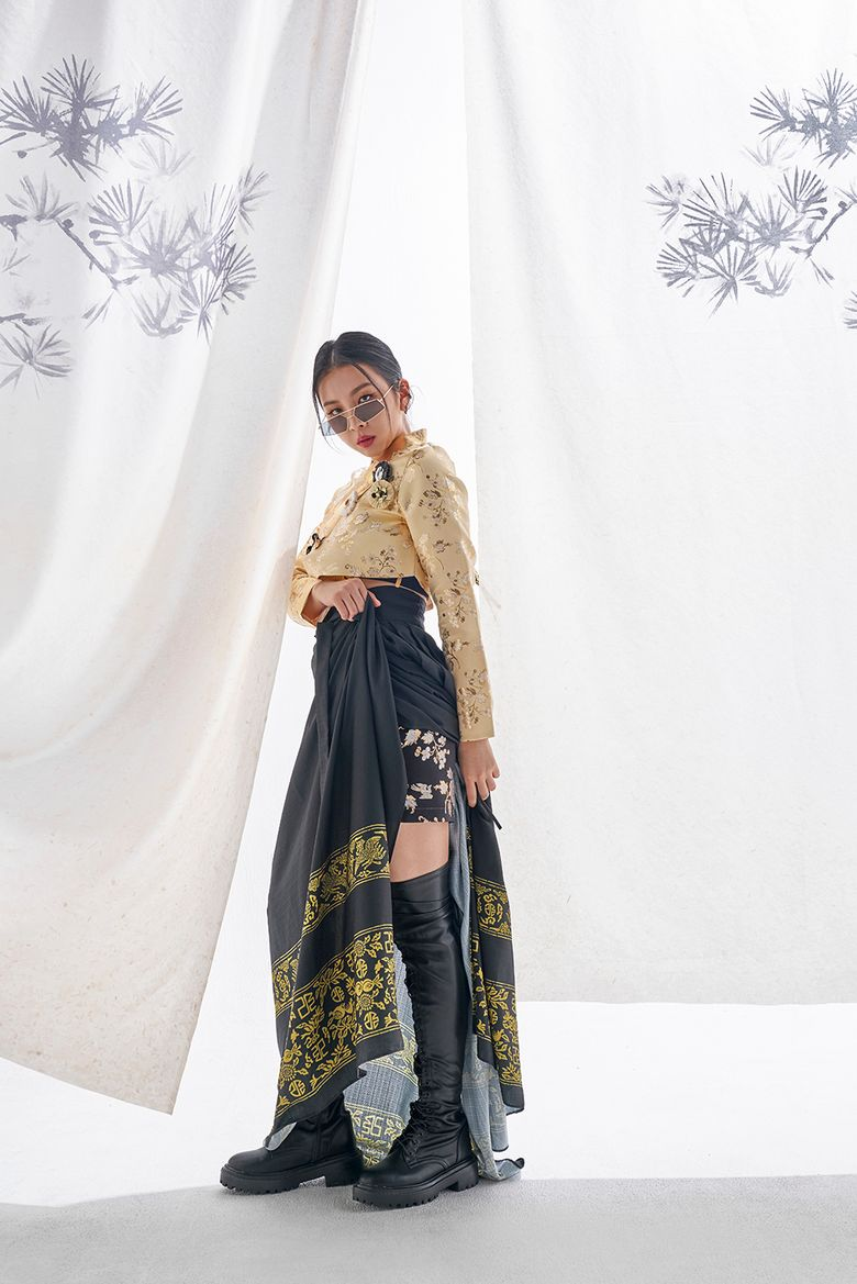 KARD Teams Up With 'LEESLE' For Amazing Modernized Hanbok Fashion
