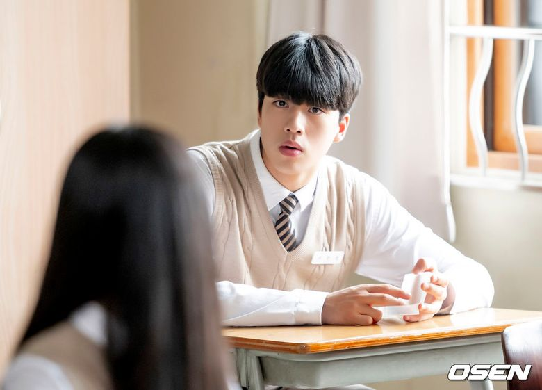 """Find Out About The Rookie Actor Cho HanGyeol Acting In Teen Sitcom """"Let Me Off The Earth"""""""