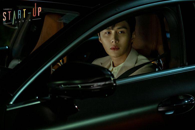 "Netizens Amazed By Kim SeonHo's Parking Skills On The Set Of ""Start-Up"""