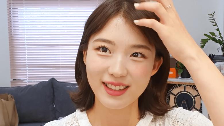 Makeup Stylist For TWICE Applies NaYeon Makeup On Herself & Shocks Netizens