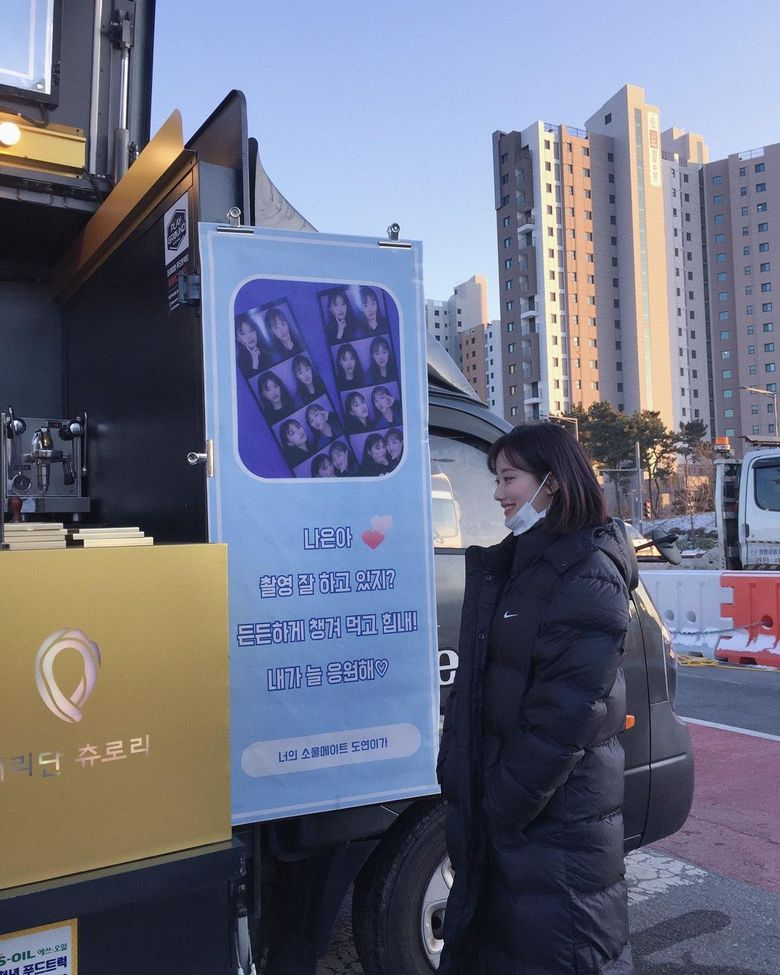 Weki Meki's DoYeon Shows Support And Friendship For April's NaEun With Coffee Truck