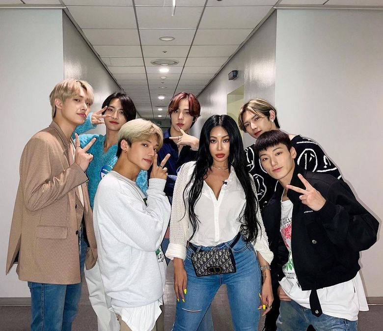 """ATEEZ And Jessi Get Along Like Peanut Butter And Jelly In Latest """"Showterview"""" Episode"""
