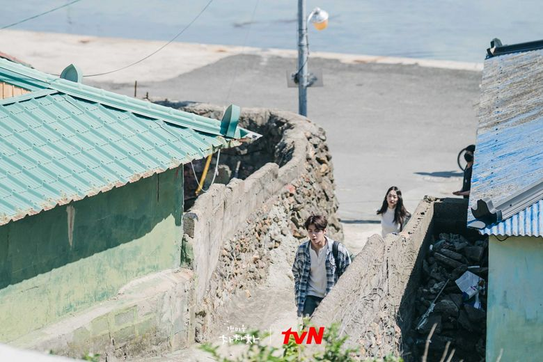 """Here Is The Filming Location Of Kim SeonHo's Town In """"Hometown Cha-Cha-Cha"""""""