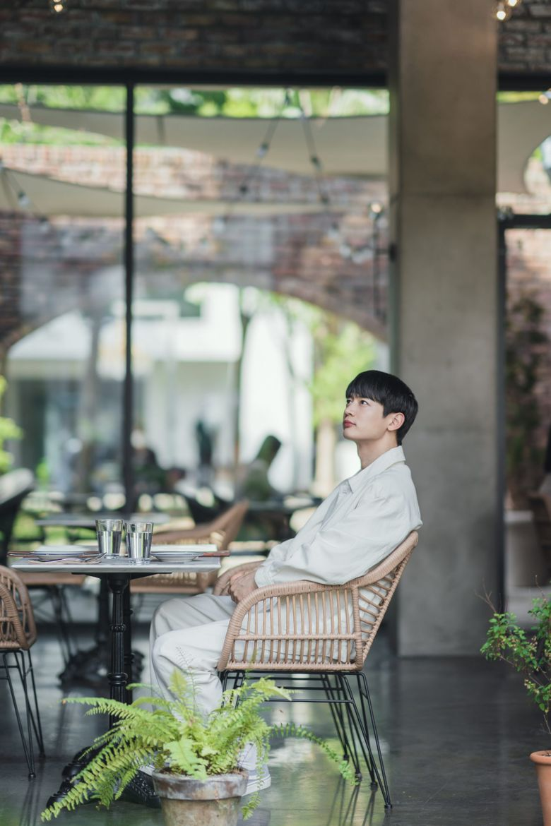 """Find Out The Exact Location Where Kim GoEun Takes SHINee's MinHo On A """"Date"""" In """"Yumi's Cells"""""""